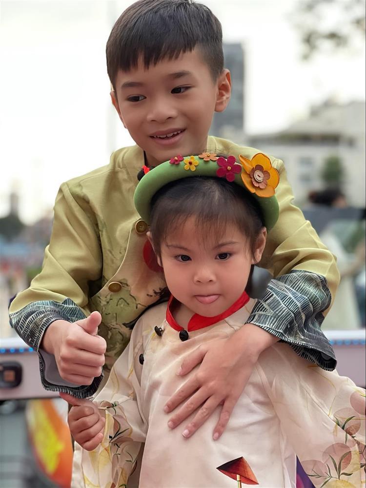 Những ngày về Việt Nam của con trai Ngô Kiến Huy-11