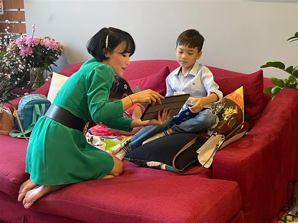 Những ngày về Việt Nam của con trai Ngô Kiến Huy-13