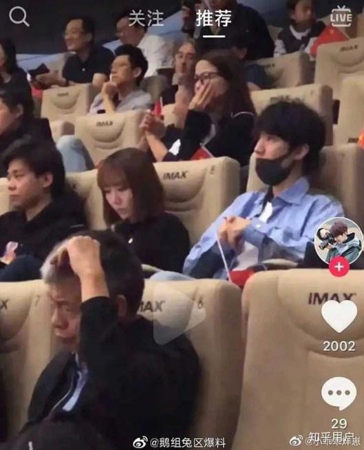 Fan đòi tự tử khi Vương Tuấn Khải và người đại diện liên tục bị nghi có quan hệ mập mờ-5