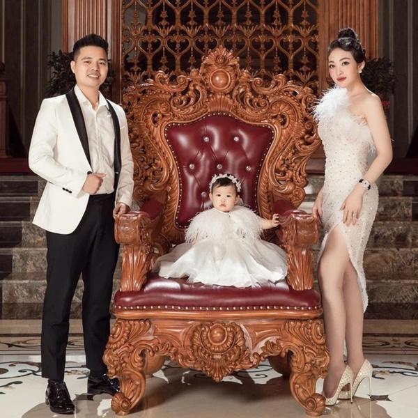 Cô dâu 200 cây vàng ở Nam Định khoe con gái xinh tròn 1 tuổi-4