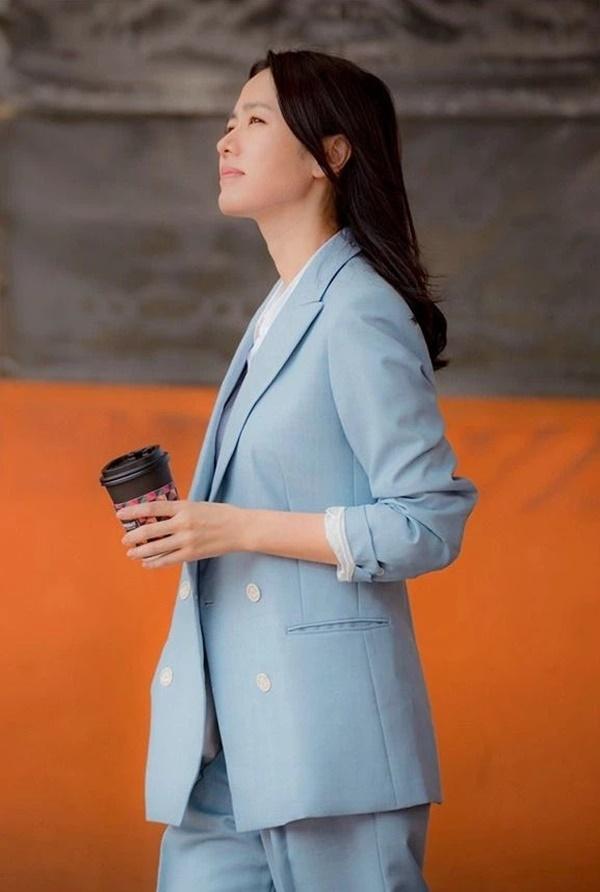 Song Hye Kyo, Son Ye Jin và các sao U40 sẽ chỉ cho nàng công sở kiểu suit diện lên trẻ trung nhất-2