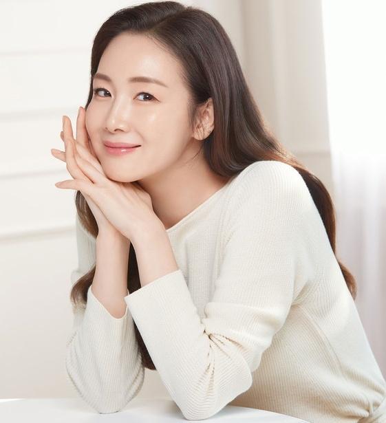 Hôn nhân của Choi Ji Woo và chồng kém tuổi-3
