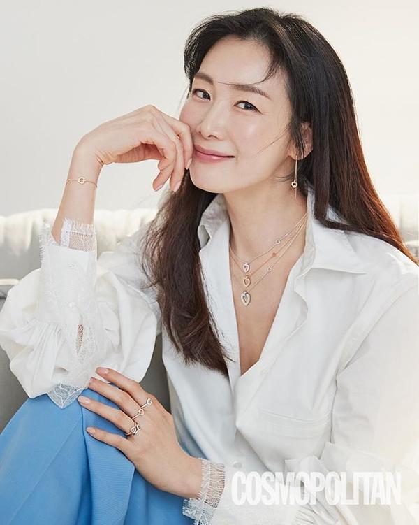 Hôn nhân của Choi Ji Woo và chồng kém tuổi-2
