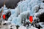 Khung cảnh thác nước đóng băng ở Trung Quốc