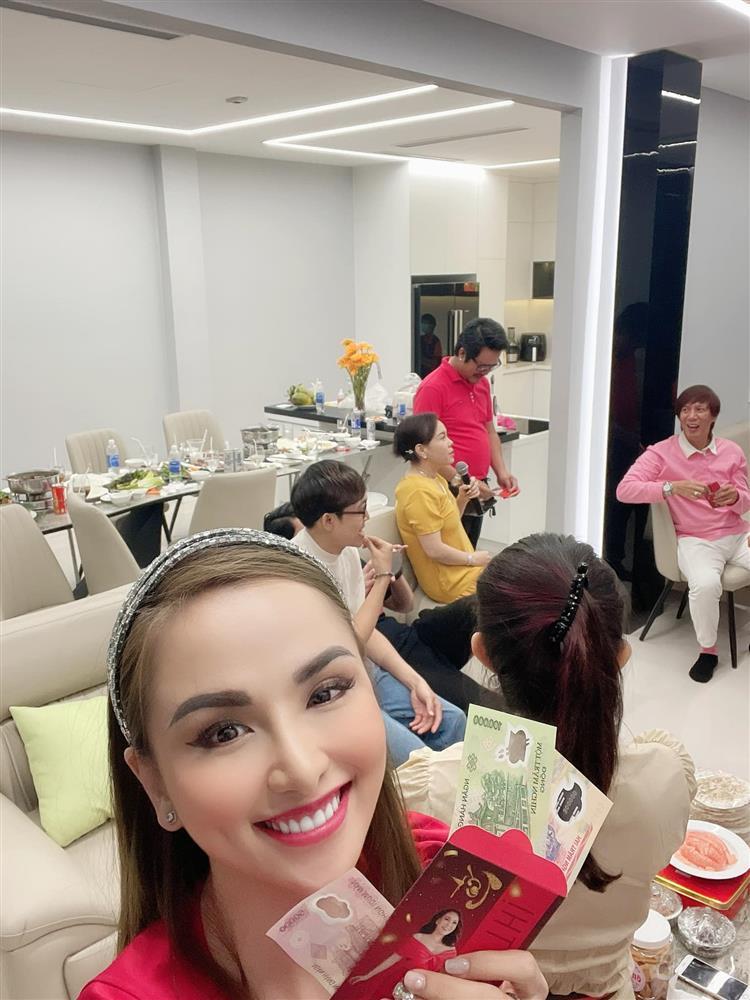 Hoa hậu Diễm Hương khoe cơ ngơi khủng của danh hài Việt Hương-3