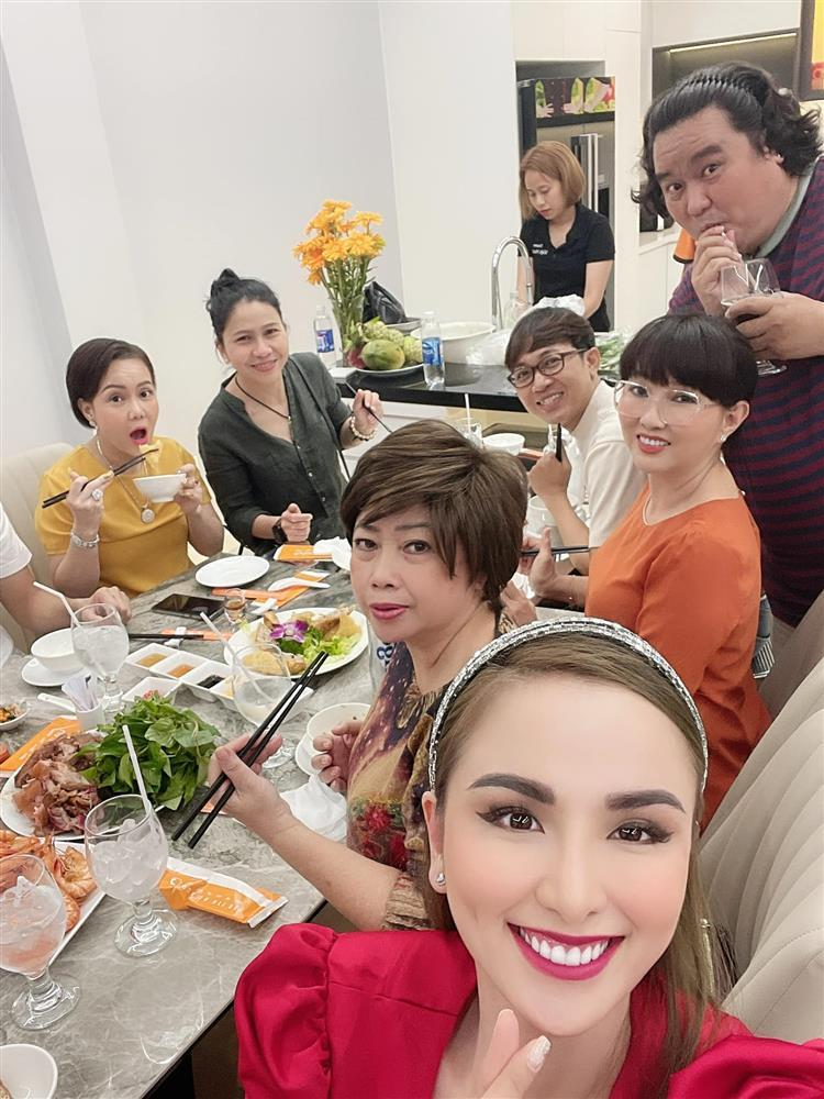 Hoa hậu Diễm Hương khoe cơ ngơi khủng của danh hài Việt Hương-9