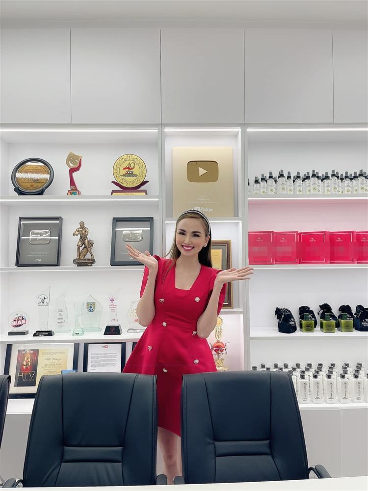 Hoa hậu Diễm Hương khoe cơ ngơi khủng của danh hài Việt Hương-6