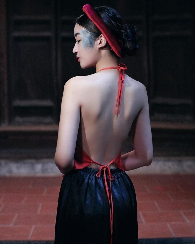 Sao Việt diện mốt áo yếm: Nàng body nuột nà - kẻ khoe thân phản cảm-12