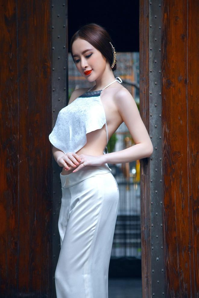 Sao Việt diện mốt áo yếm: Nàng body nuột nà - kẻ khoe thân phản cảm-14