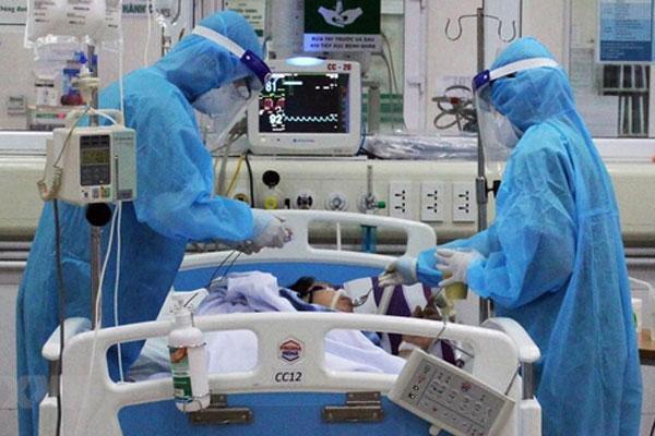 NÓNG: Một bệnh nhân Covid-19 trở nặng, tiên lượng tử vong-1