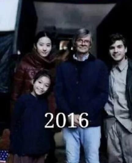 Sở hữu tài sản ngàn tỷ nhưng thánh tiết kiệm Lưu Diệc Phi vẫn dùng chiếc áo phao cổ lỗ sĩ đến 10 năm-4