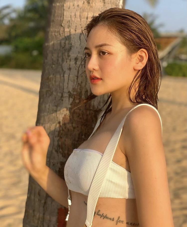 Đầu năm, Hà Hồ - Chi Pu cùng mỹ nhân Việt đồng loạt đọ dáng với bikini-8