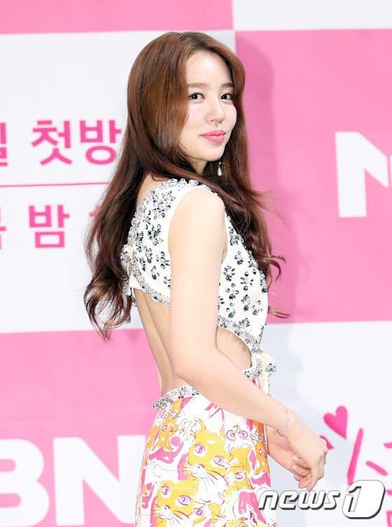 Mặt mộc lộ rõ dấu hiệu tuổi tác của thái tử phi Yoon Eun Hye-5