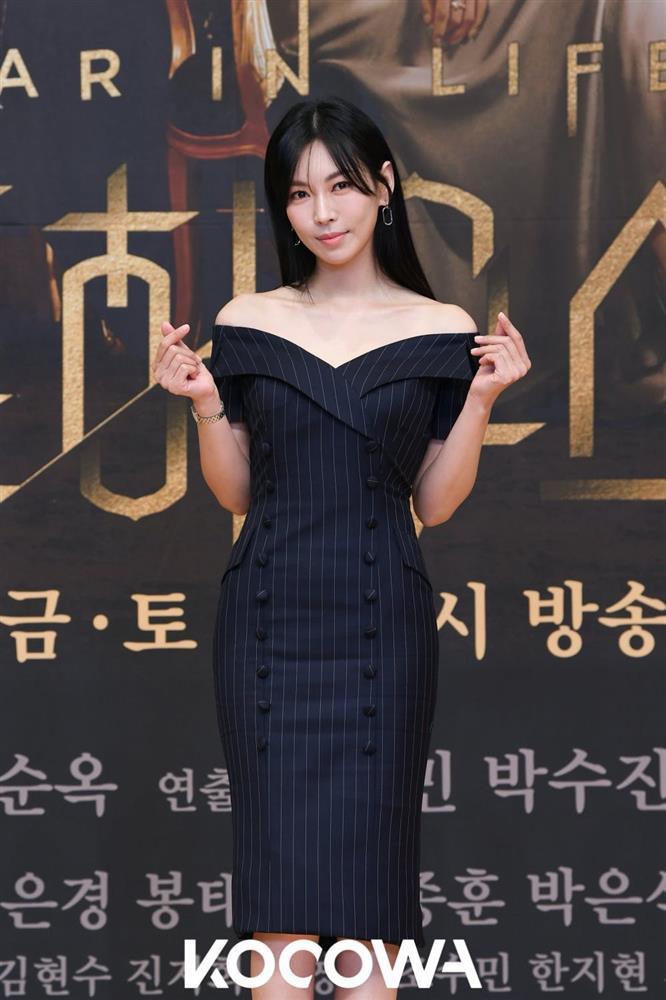 Style sao Hàn tuần qua: HyunA diện nội y khoe body bỏng mắt bên bạn trai-5