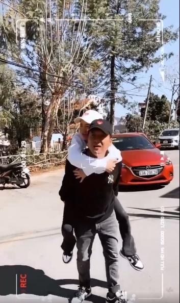 Trường Giang - Nhã Phương khiến dân mạng phát hờn với clip 43s-5