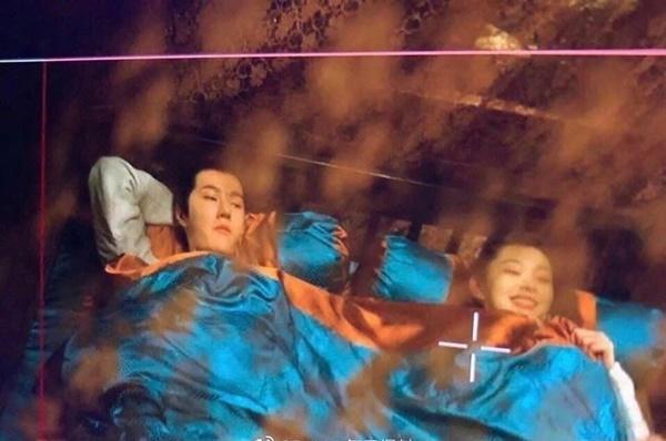 Lộ cảnh giường chiếu đầu tiên của Vương Nhất Bác trên màn ảnh-1