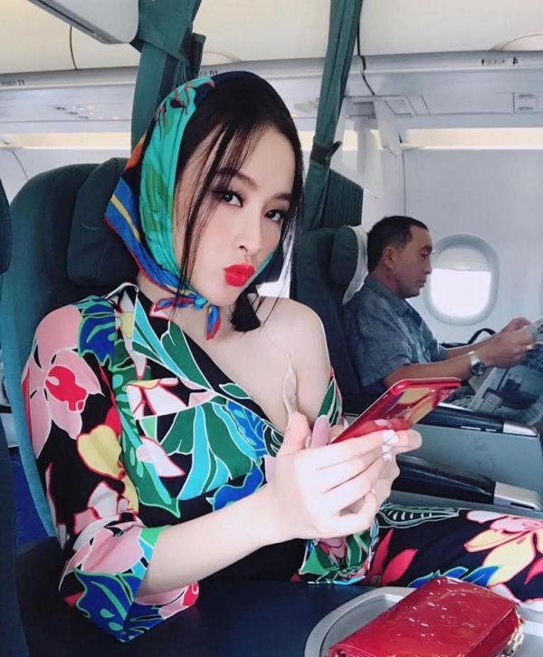 Mốt quàng khăn mỏ quạ cụ bà được Tóc Tiên, Sơn Tùng biến hóa cực đỉnh-11