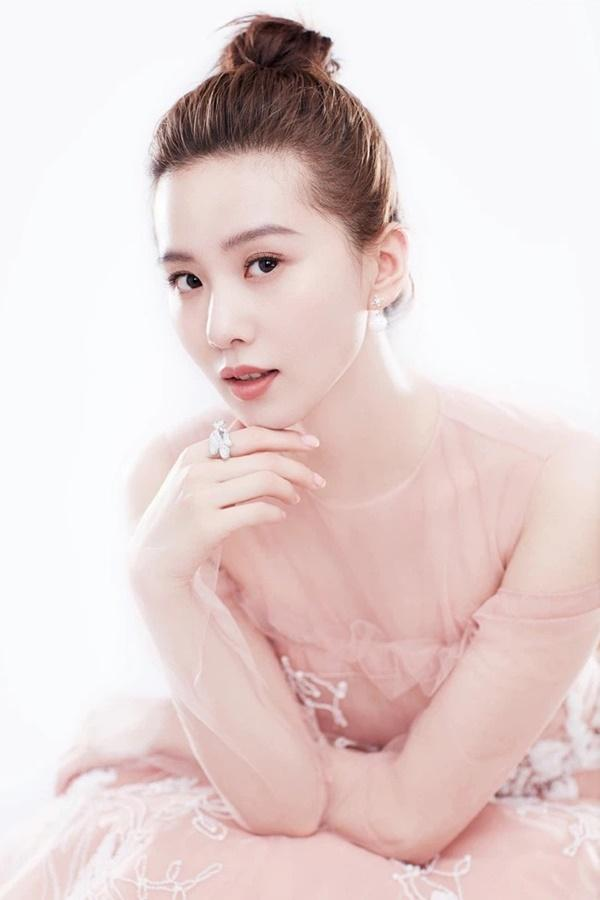 Tiểu Hoa CBiz tái xuất sau sinh: Lưu Thi Thi - Đường Yên thảm họa, Triệu Lệ Dĩnh thị phi-5