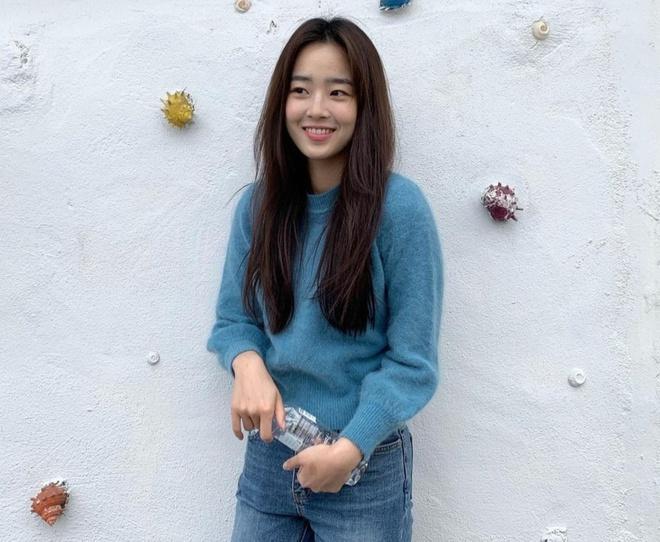 Nhan sắc đời thường của ác nữ Penthouse Choi Ye Bin-1