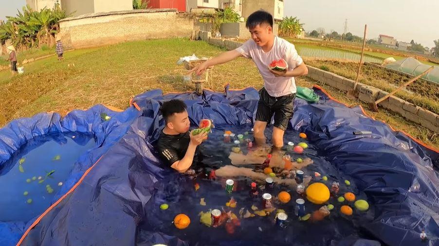 Con trai bà Tân Vlog ra video đại tiệc theo phong cách Dubai, dân tình ném đá chê bẩn-6