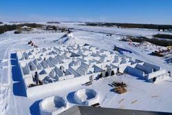 Giãn cách xã hội trong mê cung tuyết lớn nhất thế giới