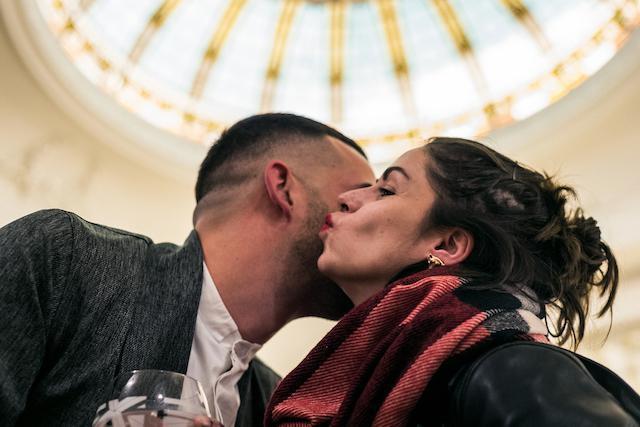 Video chồng né tránh nụ hôn của vợ thu hút hàng triệu lượt xem-2