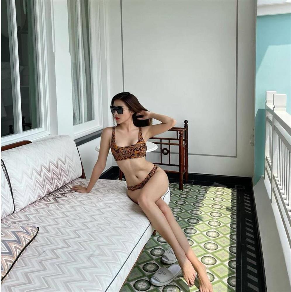 Diện bikini khoe dáng đầu năm: Ngọc Trinh có lép vế trước Ngân 98?-7