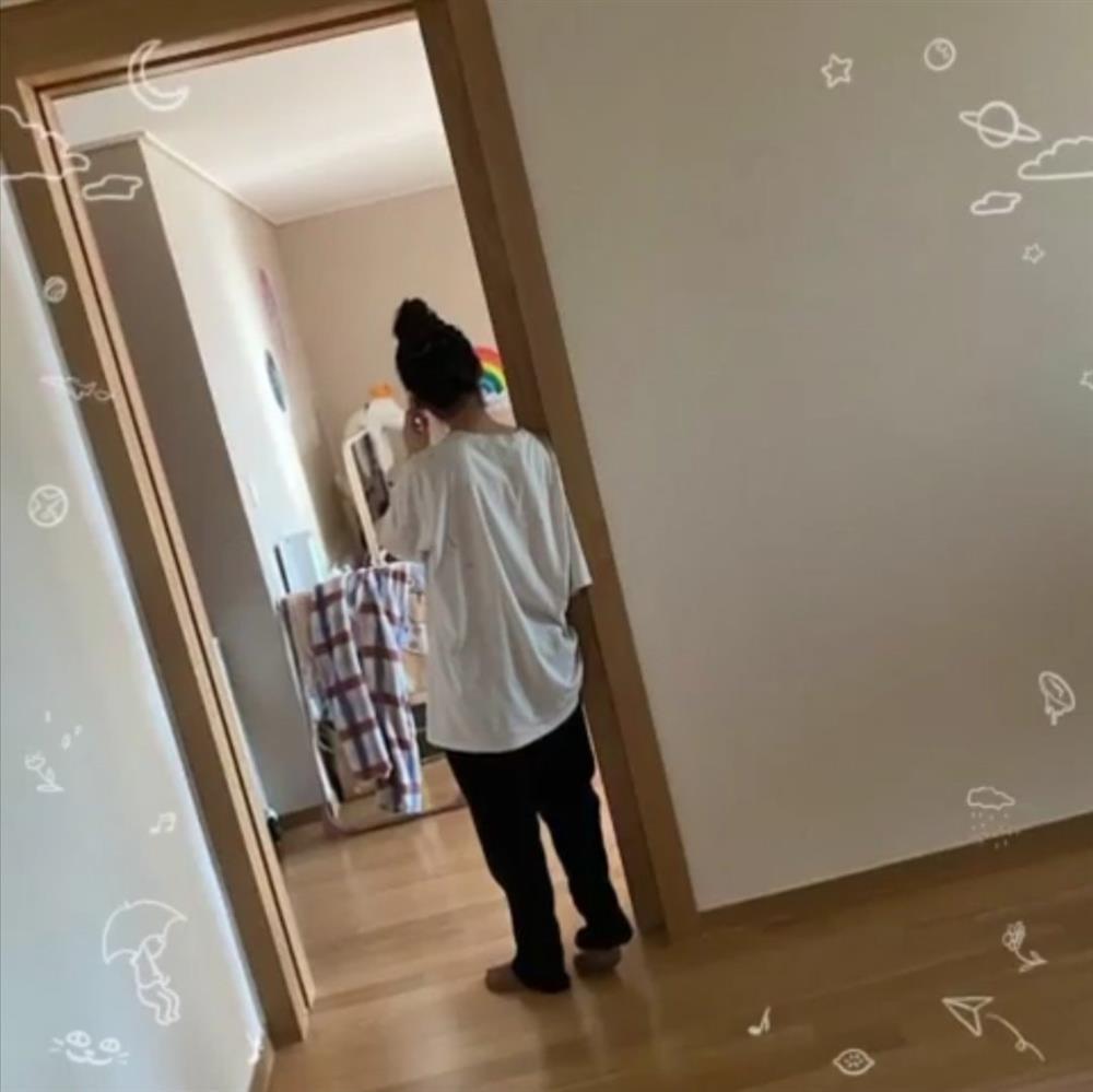 IU sống trong căn phòng giản dị khó tin dù sở hữu tài sản 28 triệu USD-2