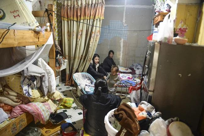 Người mẹ bạo hành con gái 12 tuổi ở Hà Nội: Nỗi ám ảnh sợ hãi của hàng xóm-4