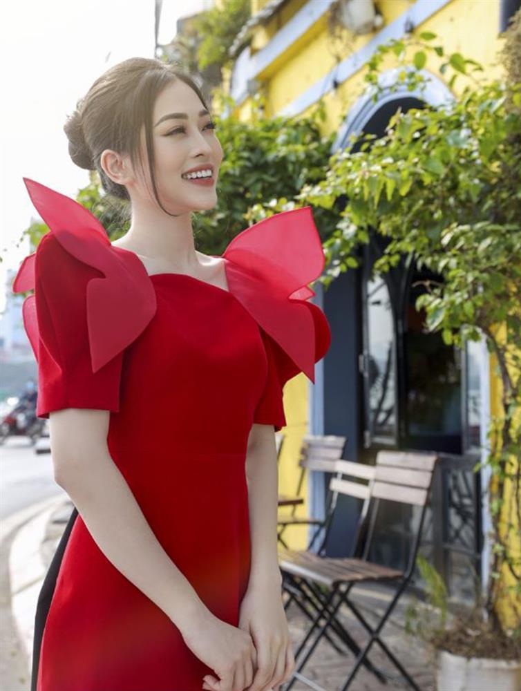 Loạt mỹ nhân Việt đụng hàng khét lẹt mẫu áo dài đỏ tươi dịp Tết vừa qua-2