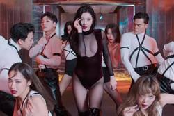 Sunmi mặc hở bạo lộ nửa vòng 1 trong MV mới