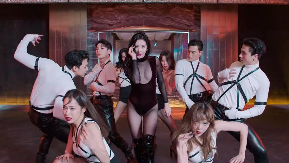 Sunmi mặc hở bạo lộ nửa vòng 1 trong MV mới-3