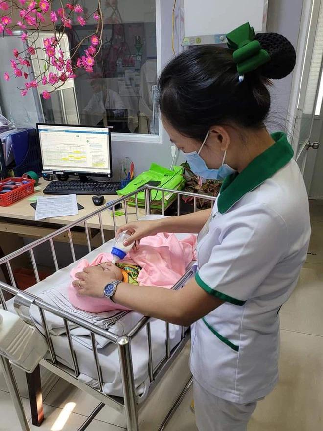 Bé trai 3 tháng tuổi bị mẹ ruột bỏ rơi trong tình trạng nguy kịch-1