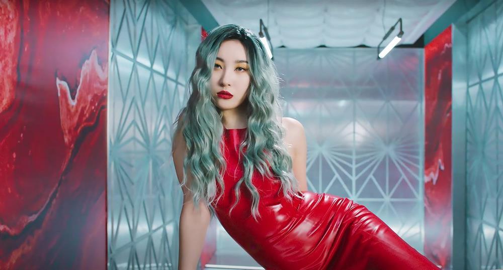 Sunmi mặc hở bạo lộ nửa vòng 1 trong MV mới-10
