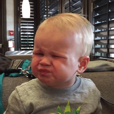 101 biểu cảm của bé khi bị dụ ăn chua khiến ai cũng đổ gục-3