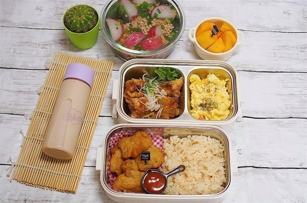 Vợ 8X ở Nhật dậy từ 6h nấu cơm hộp cho chồng, bữa nào cũng ngon mà chẳng hề lặp món-1