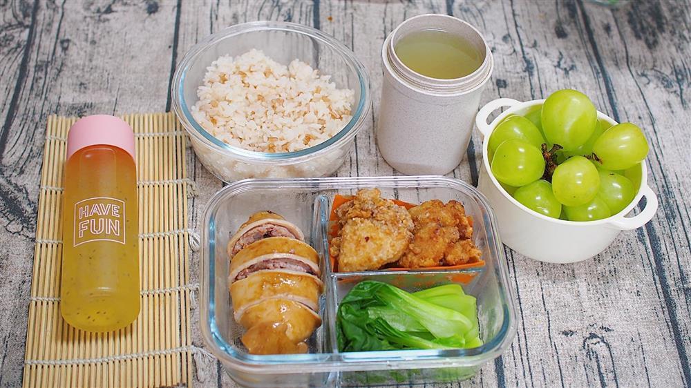 Vợ 8X ở Nhật dậy từ 6h nấu cơm hộp cho chồng, bữa nào cũng ngon mà chẳng hề lặp món-5