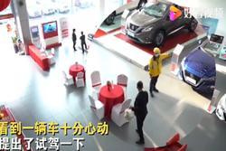 Giao hàng đến showroom, shipper chốt đơn mua luôn siêu xe bạc tỷ