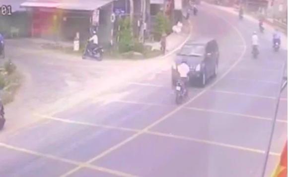 Chạy về báo tin cha bị tai nạn, con trai tông vào xe bán tải tử vong-1