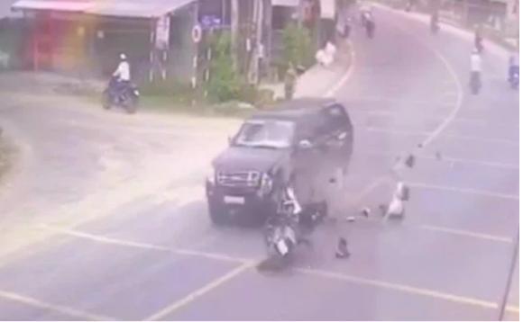 Chạy về báo tin cha bị tai nạn, con trai tông vào xe bán tải tử vong-2