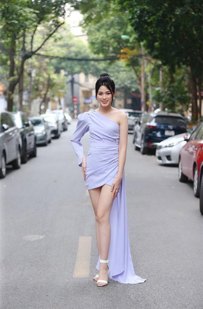 Đỗ Thị Hà phục thù cực đỉnh kiểu váy từng để lộ bụng mỡ-2