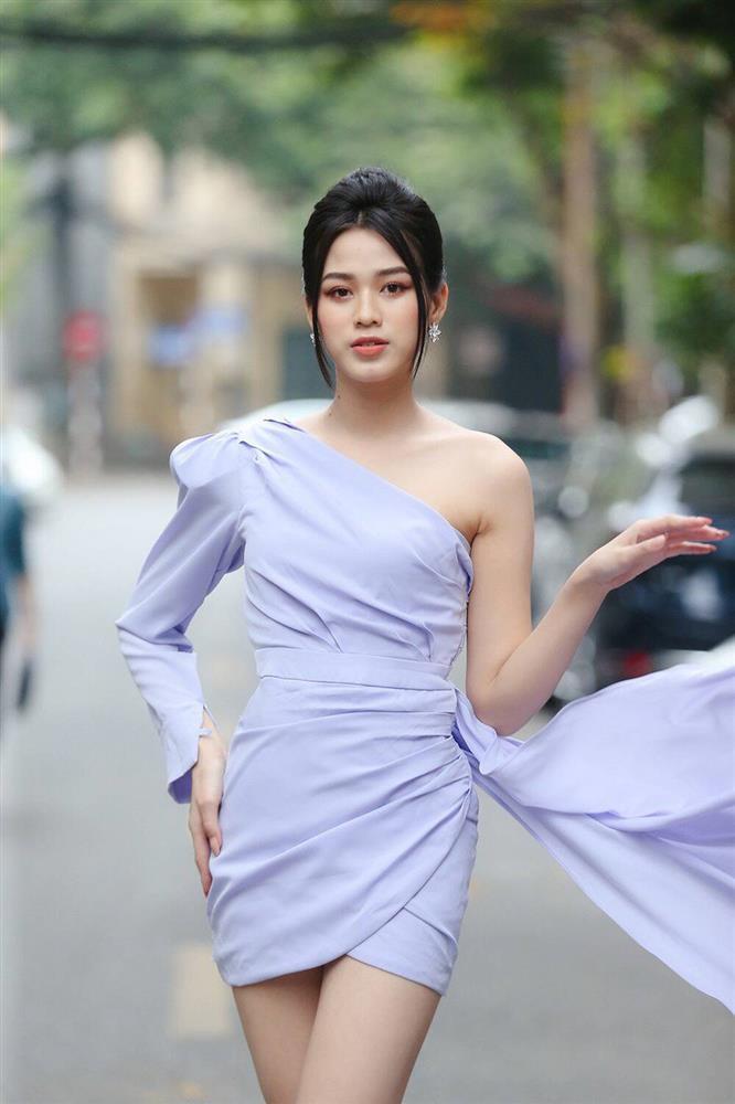 Đỗ Thị Hà phục thù cực đỉnh kiểu váy từng để lộ bụng mỡ-3