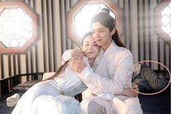 Nhặt sạn phim Hoa ngữ: Nhân viên trường quay lù lù trên màn ảnh