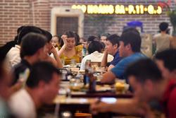TP.HCM cho mở lại nhà hàng, tiếp tục đóng cửa quán bar