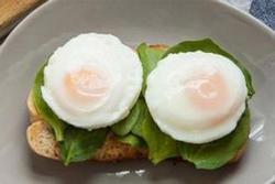 Cách làm trứng chần mềm thơm, bổ dưỡng