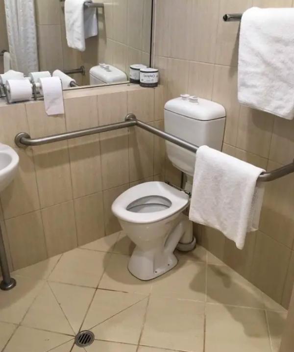 Các khách sạn có thiết kế như trò đùa khiến du khách nhìn mà muốn phát điên-6