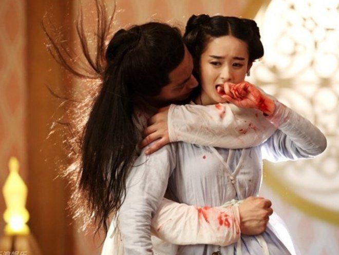 Hút máu độc trong phim Hoa ngữ: cảnh như phim đam mỹ, cảnh bị nhà đài cắt thẳng tay-6