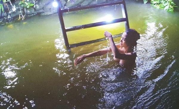 Bị chê quay cảnh tắm tiên lộ nửa ngực nhạy cảm, Hoa hậu Phan Thị Mơ đáp trả-1