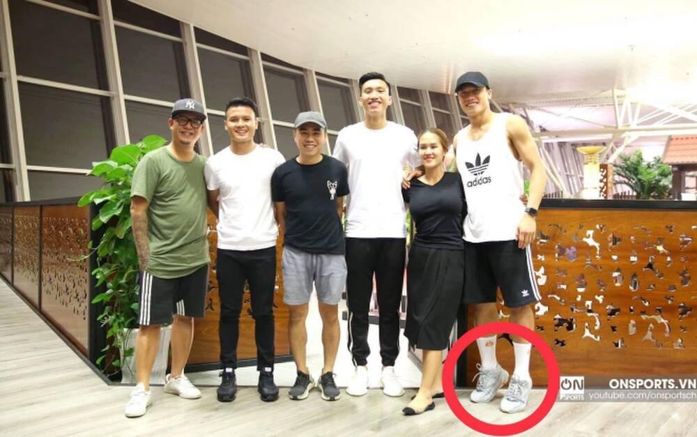 Nhã Phương, Đỗ Mỹ Linh, Hòa Minzy kiễng chân hack chiều cao-11