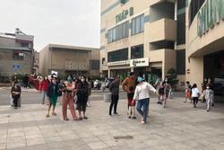 Cháy chung cư Mipec Long Biên, người dân hoảng loạn tháo chạy